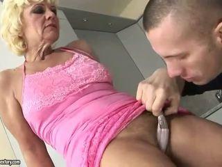 Caliente abuelita enjoys duro follando