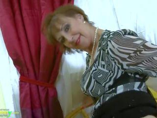 Oldnanny heiß rallig großmutter seductive striptease
