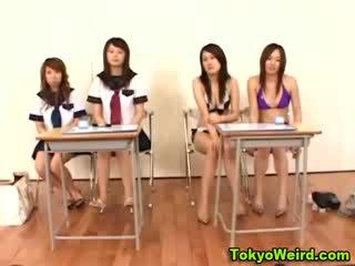 Aziātiem modele sluts klase istaba minēts
