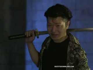 Rondborstig aziatisch samurai meisje