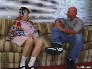 Babka gets reamed podľa mladý človek