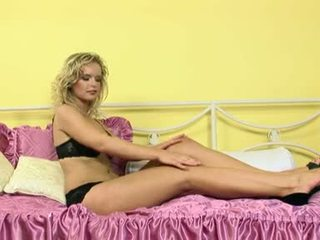 Lovely Blonde Peach Couldn't Await To Play With Herself For An Excellent Orgasm