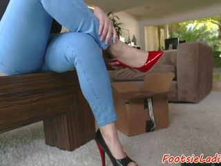 Bigbooty eurobabe footworshiped pēc bj, porno 3c