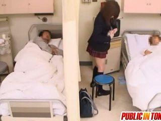 Nerātnas japānieši pusaudze gets fucked uz a slimnīca gulta