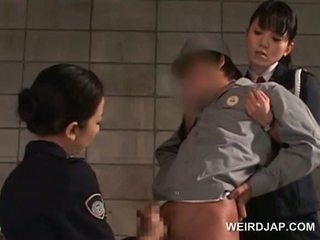 Pila starved asiática polícia mulheres giving punhetas em cadeia