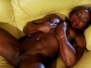 黑色 muscle female masturbate 視頻