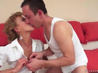 Laki-laki hubungan intim seksi dewasa rambut pirang