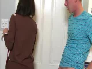Матуся convinces краля для смоктати пеніс з її