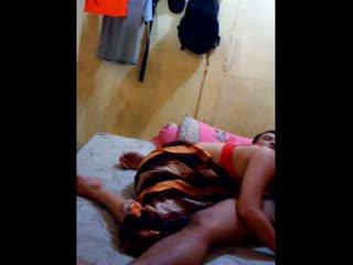 Indonesialainen vauva had hänen pillua licked ja fingered