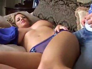 Alvás nagy breasted bevállalós anyuka
