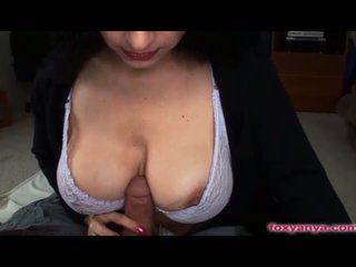 Foxy anya gets 她的 涂油 奶 性交