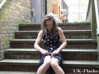 Youngster öffentlich nudity und lauras initiieren flashing draußen von smut english exhibitionist lass entkleiden downtown