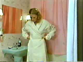 Sister in brat igranje doktor medtem mama je showering video