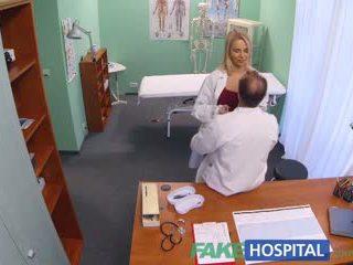 Fakehospital νέος νοσοκόμα takes double σφηνάκι χύσι από καυλωμένος/η γιατρός