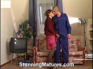 milf секс, порно дівчина і чоловіків у ліжку, porn in and out action
