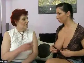 Çişik garry mama and uly emjekli ýaşlar appreciating lesbo porno