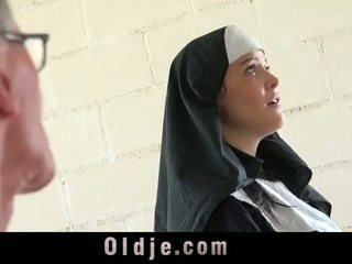 Viejo hombre marcas joven monastery monja fornicate