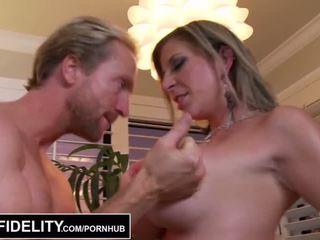 Pornfidelity - 大 山雀 徐娘半老 sara jay 和 kelly 使 ryan 附带 三 times - 色情 视频 261