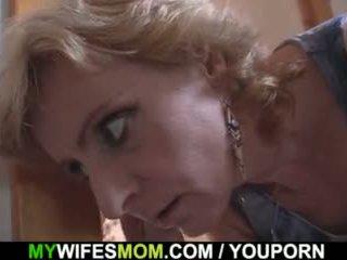 ब्लोंड मां में कानून टॅबू सेक्स