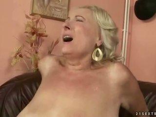 Veliko oprsje debeli babica fukanje mlada tič