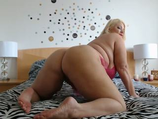 Samantha 38G shakes her ass
