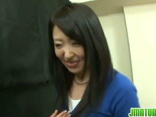 Japans rijpt: japans rijpere vrouw gets geneukt hard in de spelletje.