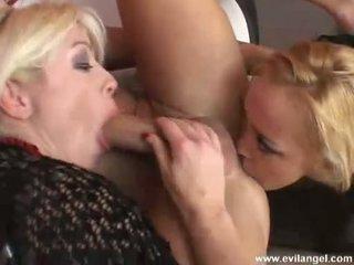 Adrianna nicole и annette schwarz blows и acquires отбор прецака на техен slit