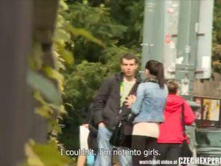 Slutty tini lány szopás strangers fasz tovább utcán