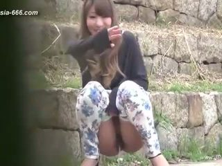 Kiinalainen tytöt mennä kohteeseen toilet.3