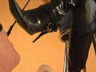 দাস licks goddess' নোংরা বুট clean, boot বাহবার দাবীদার