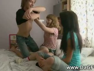 Harcore তিনজনের চুদা সঙ্গে schoolgirls