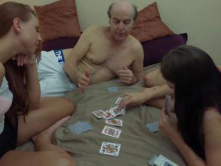 Lelijk grootvader vs mooi jong meisjes in hardcore.