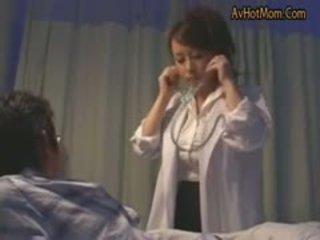 Μητέρα που θα ήθελα να γαμήσω ιαπωνικό μεγάλος βυζιά νοσοκόμα vol.9