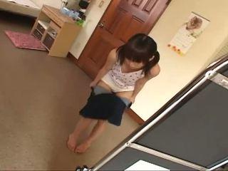 브루 넷의 사람, 젊은, 일본의