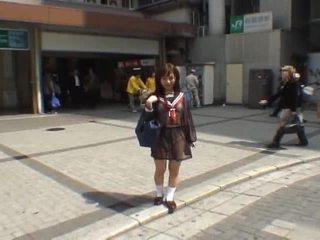 Mikan astonishing azijietiškas mokinukė enjoys viešumas flashing