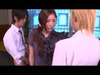 ブルネット, 日本の, 接吻