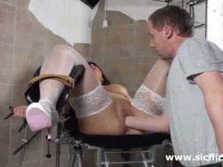 Blond milf fist geneukt door haar dokter