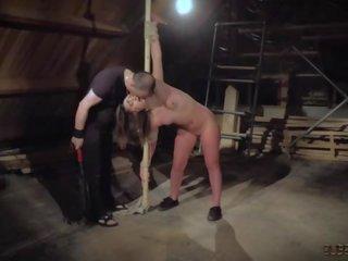 Rupjības verdzība slapping viņai vāvere un the vergs screams