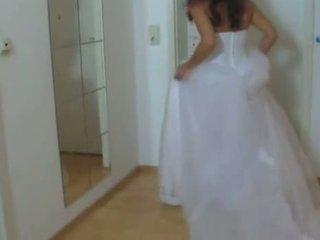 Mergaitė į jos vestuvės suknelė pakliuvom sunkus 1
