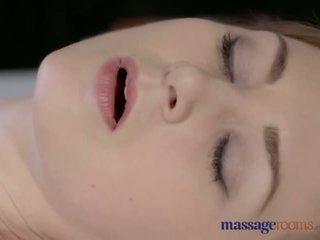 تدليك rooms جميل شاحب skinned موم squirts إلى ال جدا الأول وقت - الاباحية فيديو 901