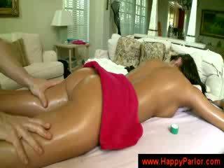 цици, брюнетка, масажистка