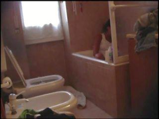 Francesca maggio masturberen op een bathtub: gratis porno 40
