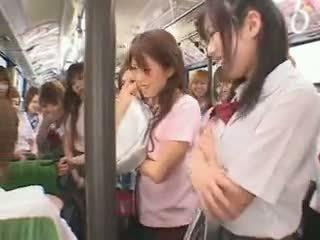 Écolière bus fuckfest censuré