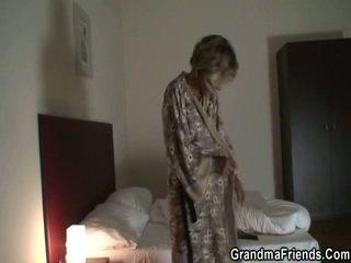 Mama finds pair robbers en merken hen pounde haar
