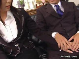 Sexy sekretärin satomi maeno touches an hässlich schwanz!