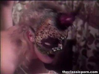hardcore sex, porno yıldız, porno kız ve yatakta erkekler