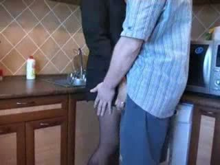 Quente mãe fodido em cozinha depois dela husbands funeral vídeo