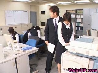 Süß asiatisch sekretärin gefickt