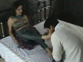 Indiane model në churidar këmbë adhurim