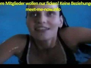 Anna steht auf seks im schwimmbad